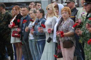 День памяти и скорби: единороссы зажгли свечи в память о Героях войны