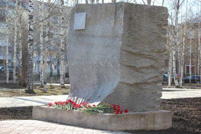 В Сыктывкаре подвели итоги конкурса эскизных проектов оформления мемориального камня чернобыльцам