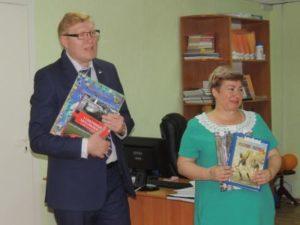 Депутаты Совета Сыктывкара подарили книги  Эжвинской детской библиотеке-филиалу №15