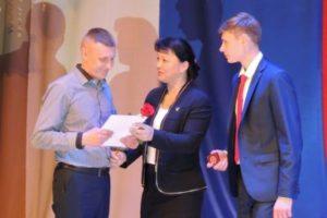 Лучшие выпускники школ получили медали за особые успехи в учении
