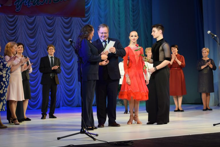Педагоги Сыктывкара получили награды от руководства города