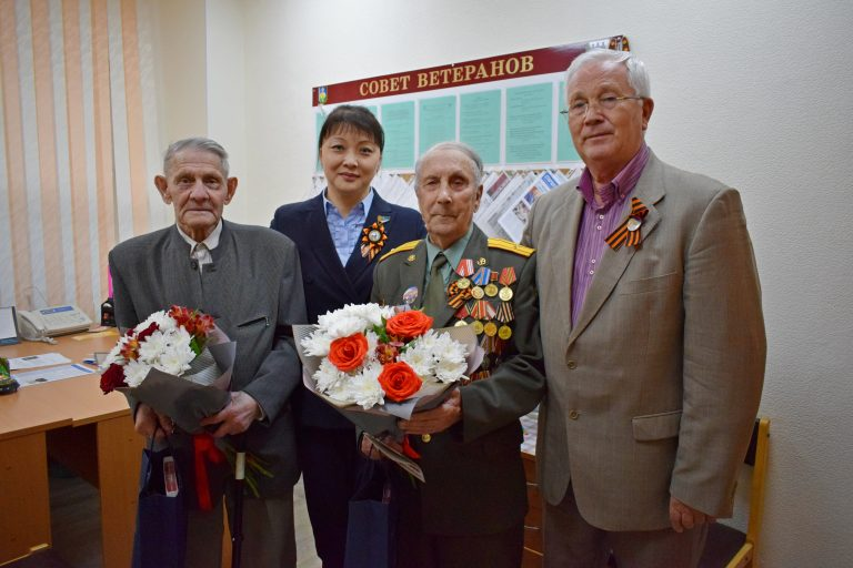 Участники Великой Отечественной войны и труженики тыла продолжают получать поздравления от Совета города