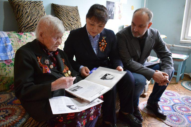 Депутаты Сыктывкара поздравляют ветеранов с приближающимся Днем Победы
