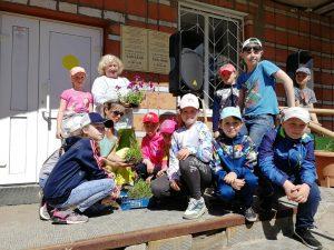 В День соседей в Эжве высадили цветы