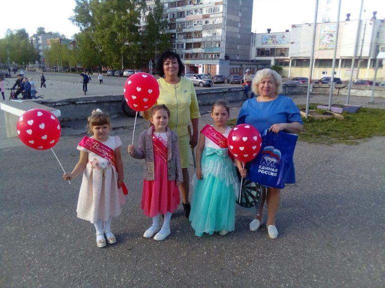 Депутаты Сыктывкара поздравили маленьких эжвинцев на выпускном балу дошколят