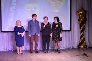 Эжвинские депутаты поздравили жителей района с главным праздником весны