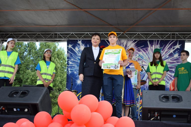 Победители всероссийской акции «Сделаем вместе» получили дипломы из рук спикера Совета Сыктывкара Анны Дю