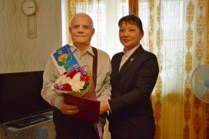 Анна Дю поздравила почетного гражданина Сыктывкара Бориса Алексеевича Закиматова с получением высокого звания