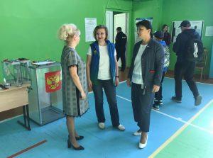 Анна Дю и Наталья Хозяинова объехали избирательные участки в день голосования