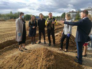 Анна Дю и Наталья Хозяинова осмотрели будущие спортплощадки