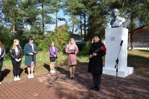 В Год памяти и славы отремонтирован памятник Героя Советского Союза Лизы Чайкиной