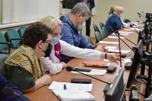 Депутаты Сыктывкара обсудили развитие жилищно-коммунальной сферы города с руководителем профильного управления мэрии