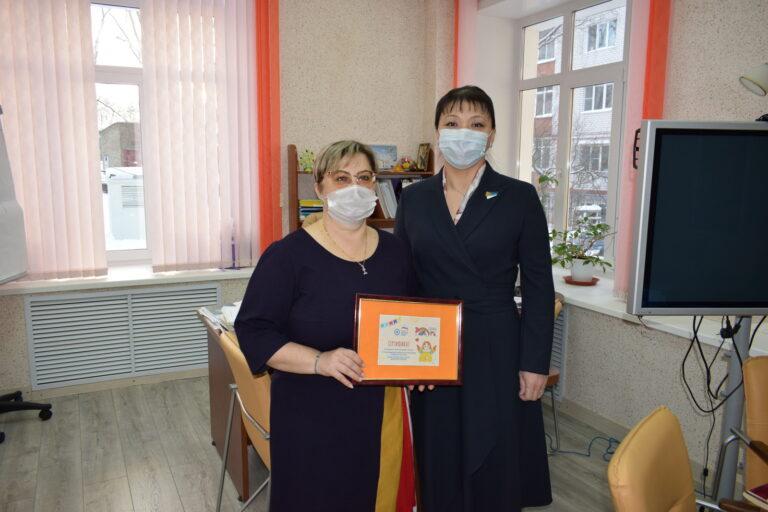 Депутаты Совета Сыктывкара подарили городским школьникам подписку на «Радугу»