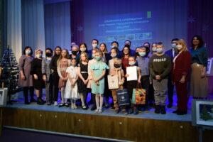 Награждены победители и призёры городского конкурса рисунка «Новогодняя открытка»