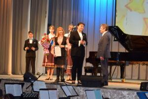 Анна Дю поздравила Народного артиста Республики Коми Александра Горчакова с юбилейными датами