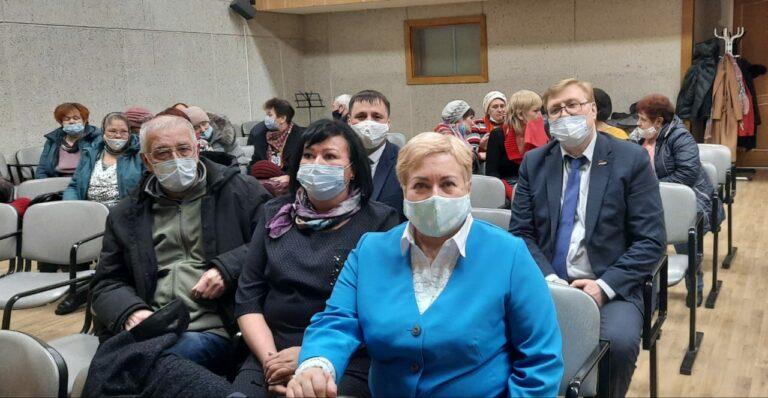 Муниципальные депутаты обсудили с жителями Эжвы народные проекты