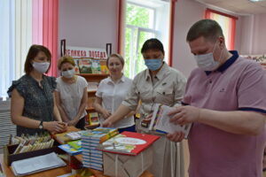 Депутаты Сыктывкара пополнили библиотечный фонд специальной (коррекционной) школы № 40