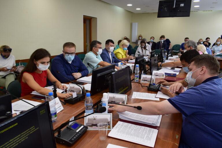 Депутаты Совета Сыктывкара актуализировали требования, предъявляемые к своим помощникам